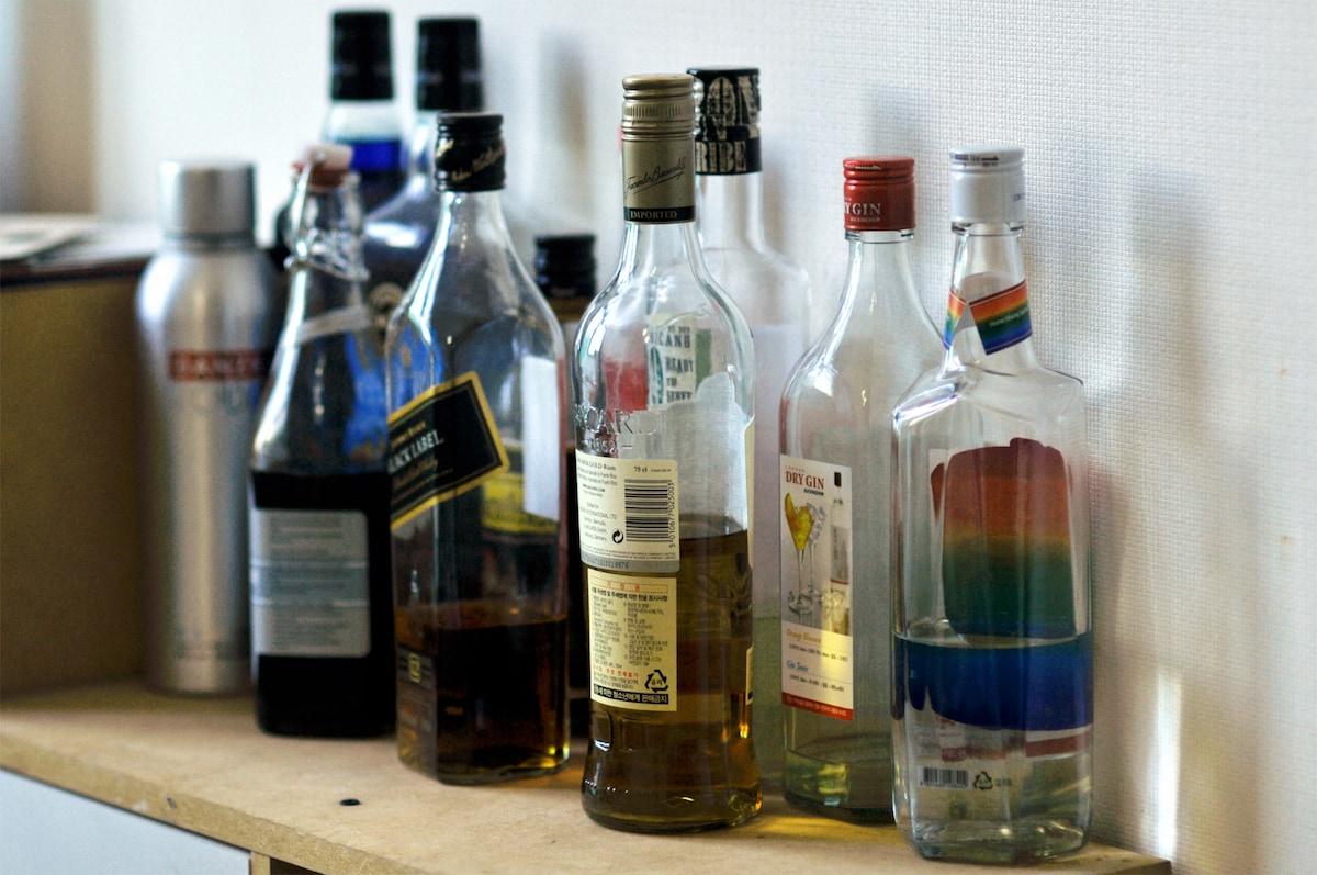 술과 더치커피. 적당히 드셔도 됩니다.