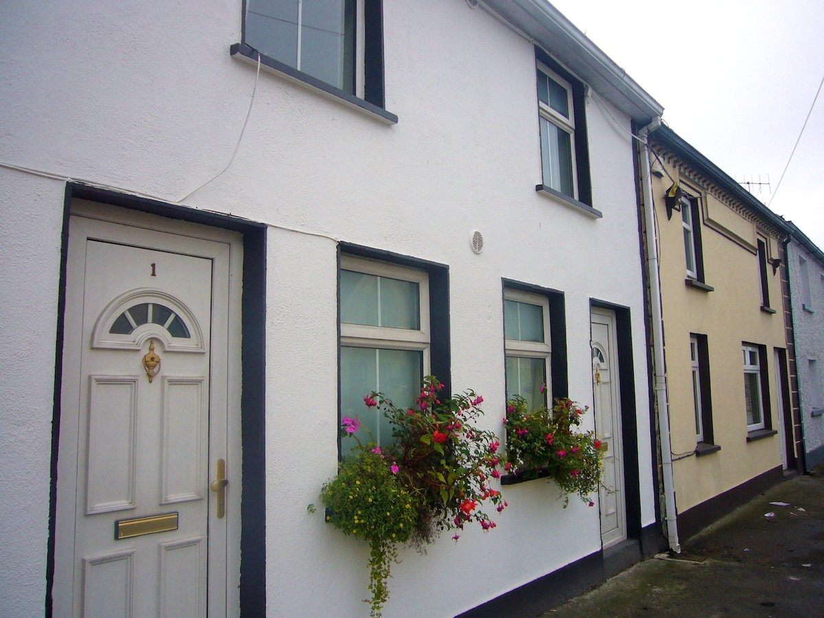 First floor apartment in heart of historic town.
