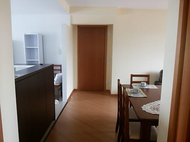 Sala de estar com Varanda - Detalhe da entrada principal, visão interna.