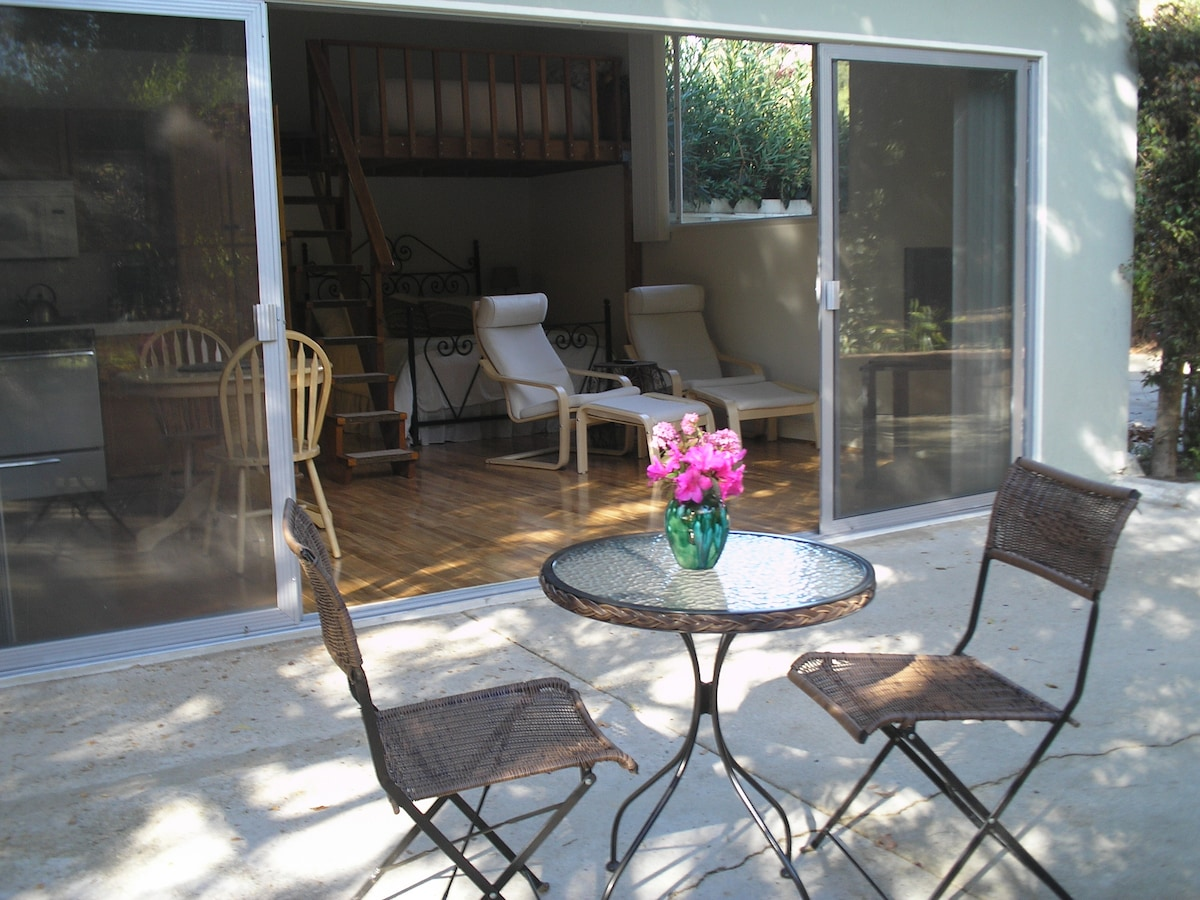 Ideal Locale - Brentwood Guesthouse