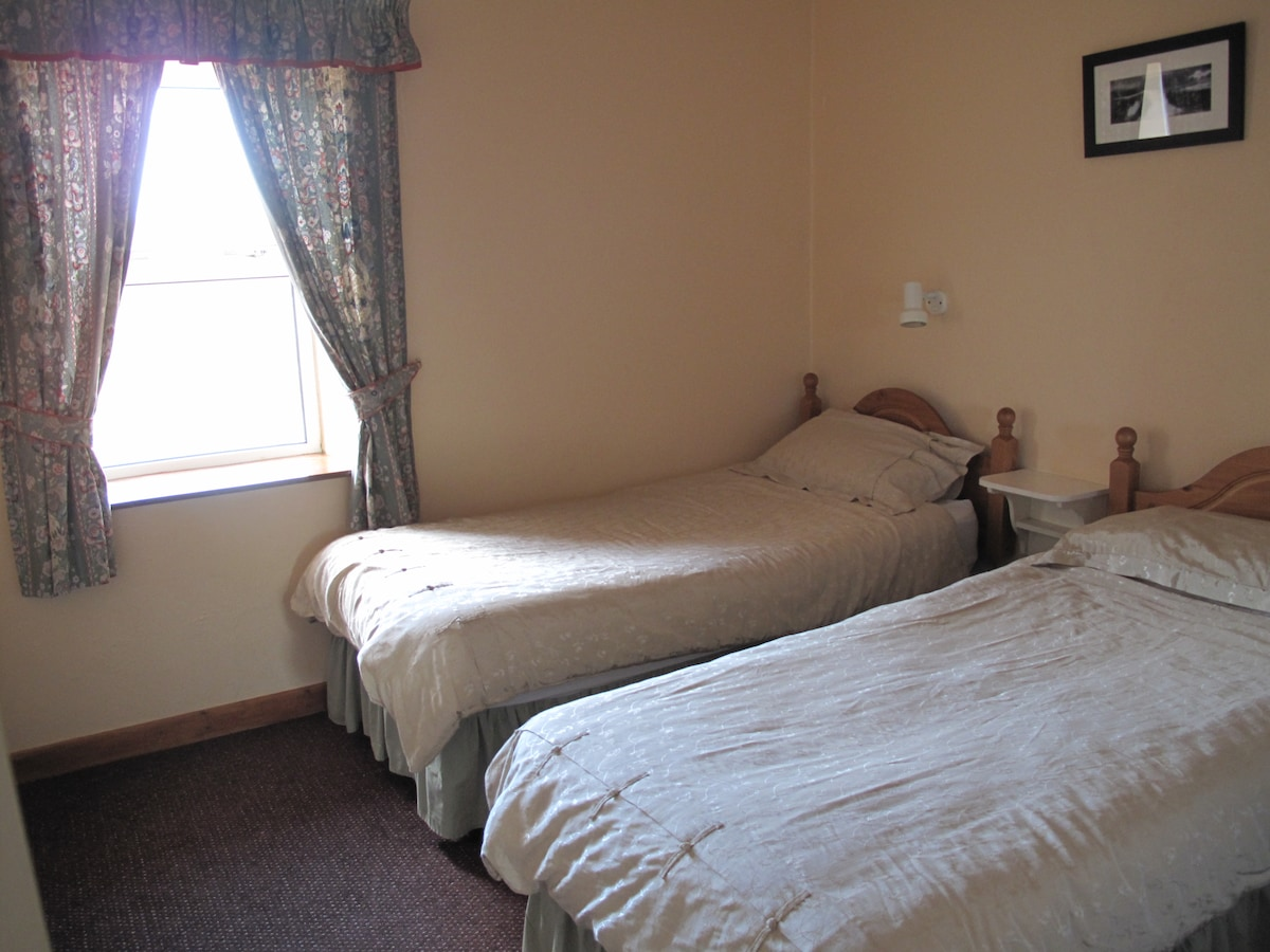 One of the twin bedrooms at Green meadows cottage