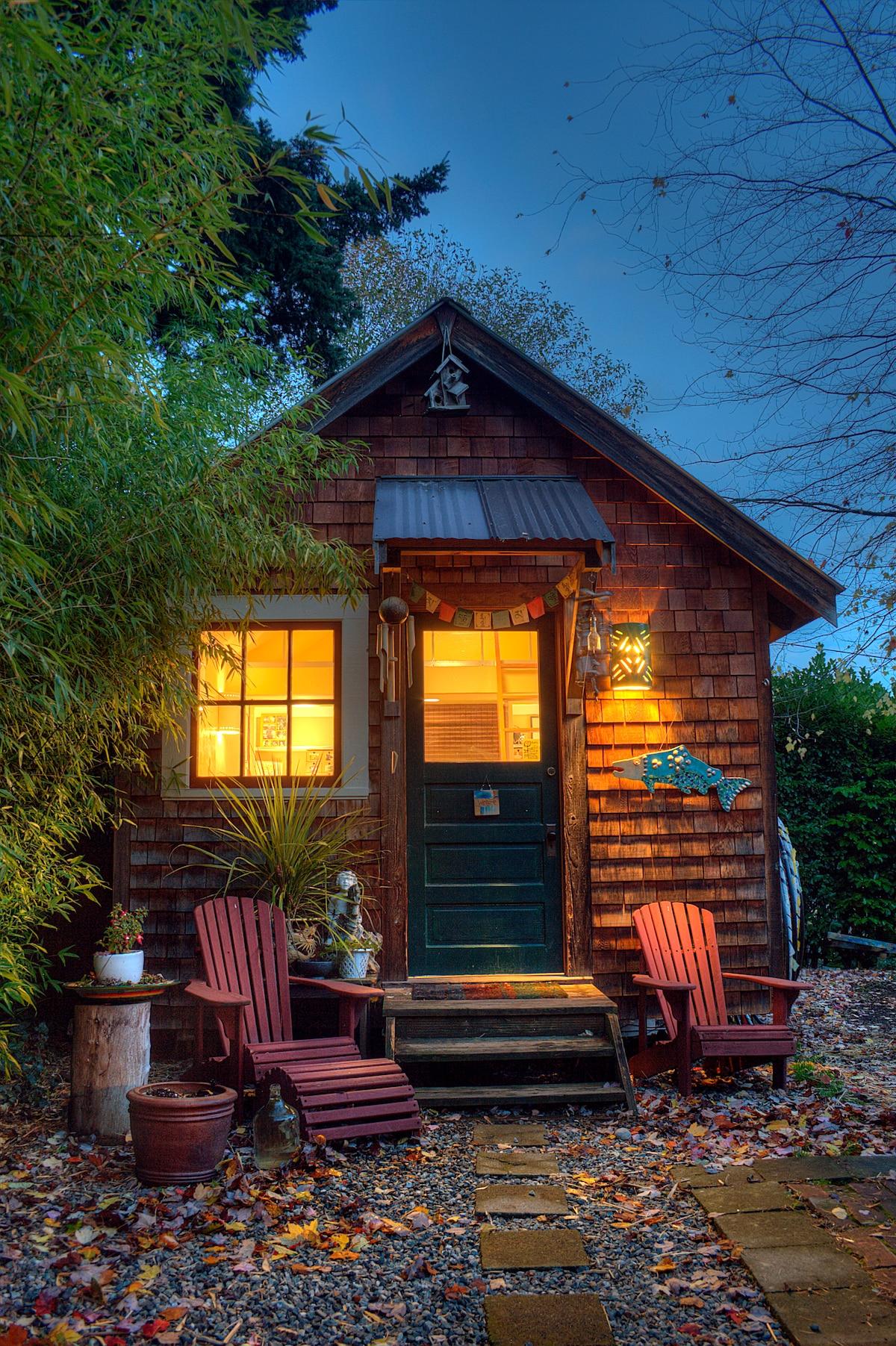Charming Fairhaven Guest Cottage