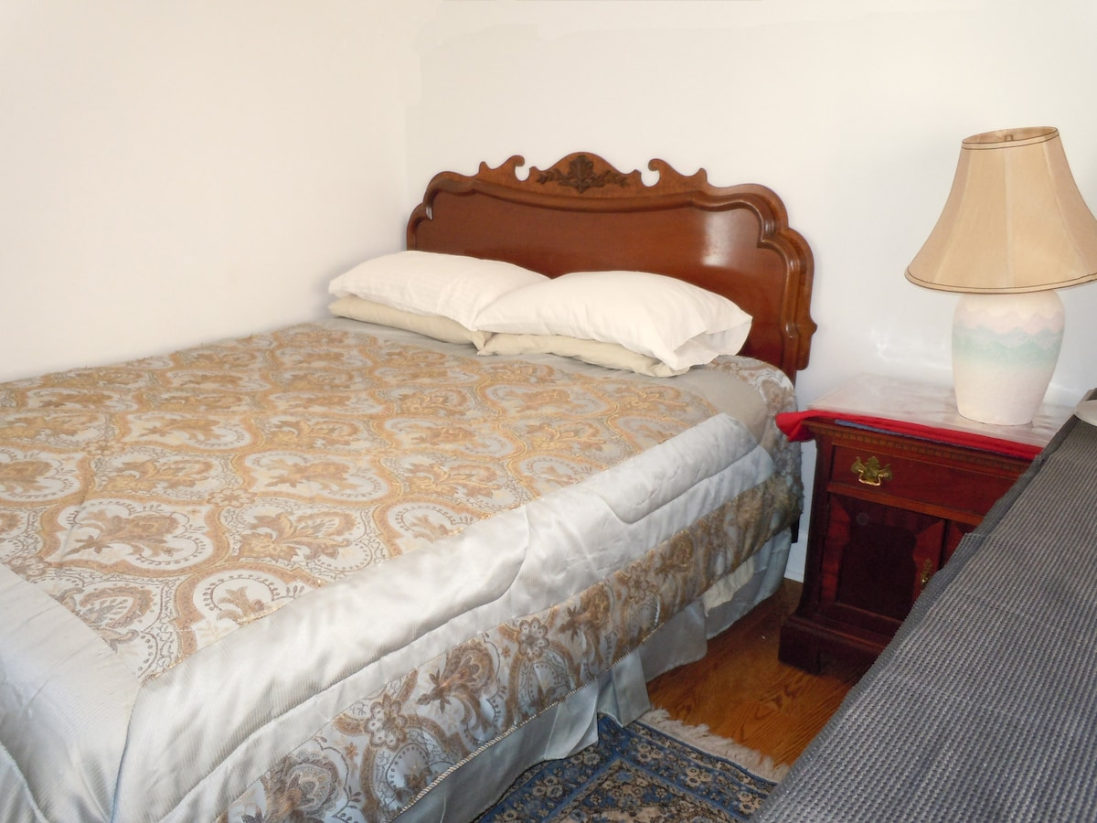 Small Cozy Room in Newport Beach