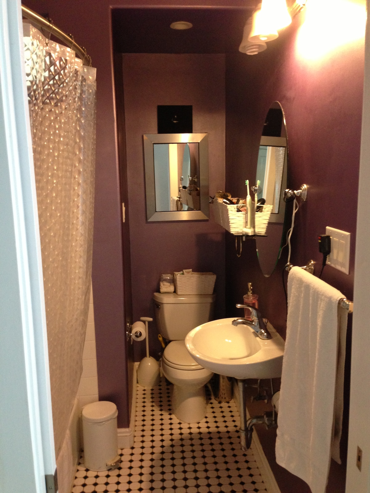 Clean modern bathroom with everything working 100%. large shower head with great water pressure and plenty of hot water.