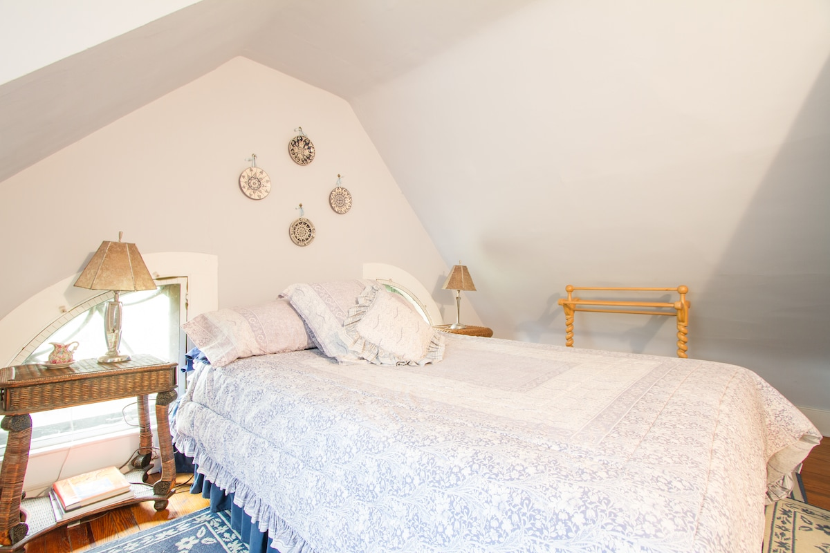 This is your cozy bedroom with a very comfy Queen bed.