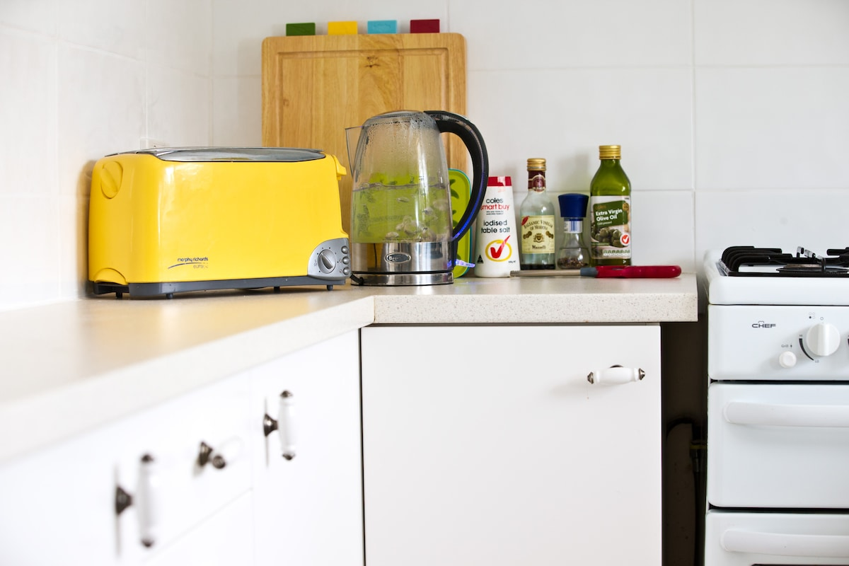 Toaster, kettle, oils and cutting boards