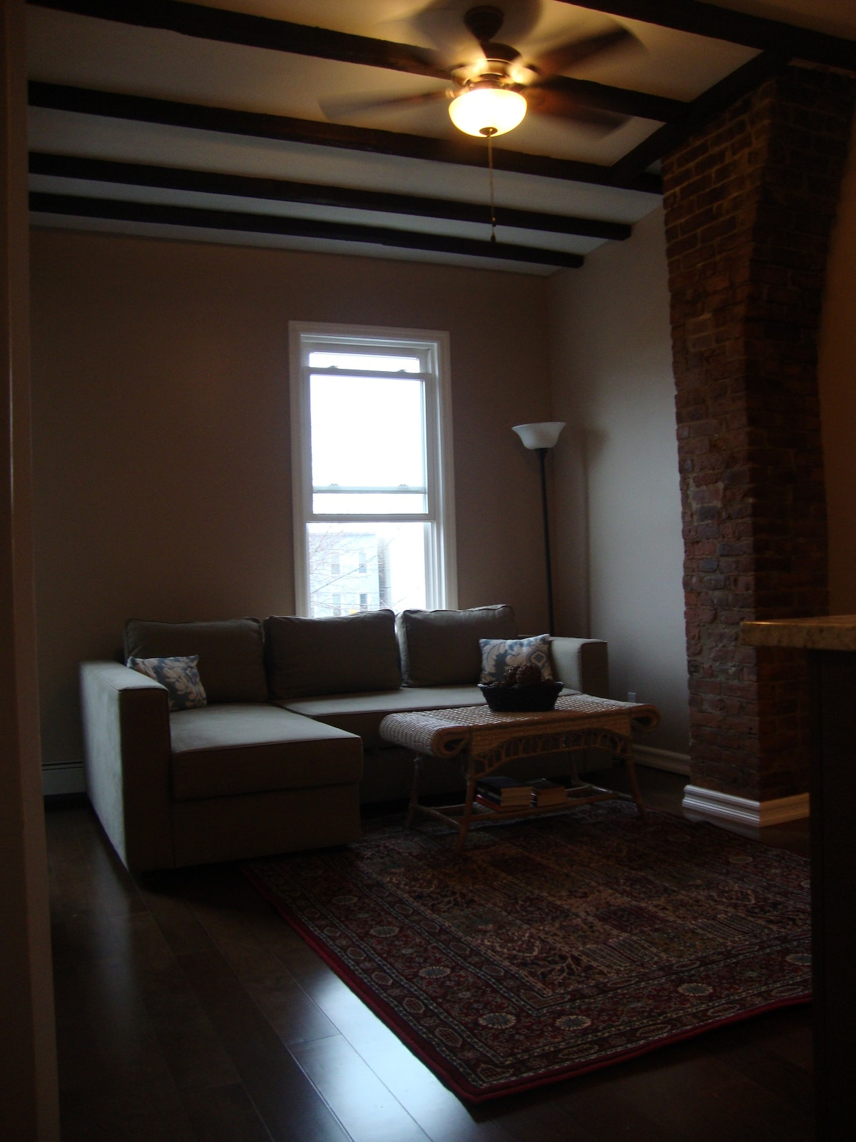 Modern private apt minutes to NYC