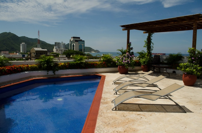 The rooftop has 2 pools with an amazing view to the bay and the city
