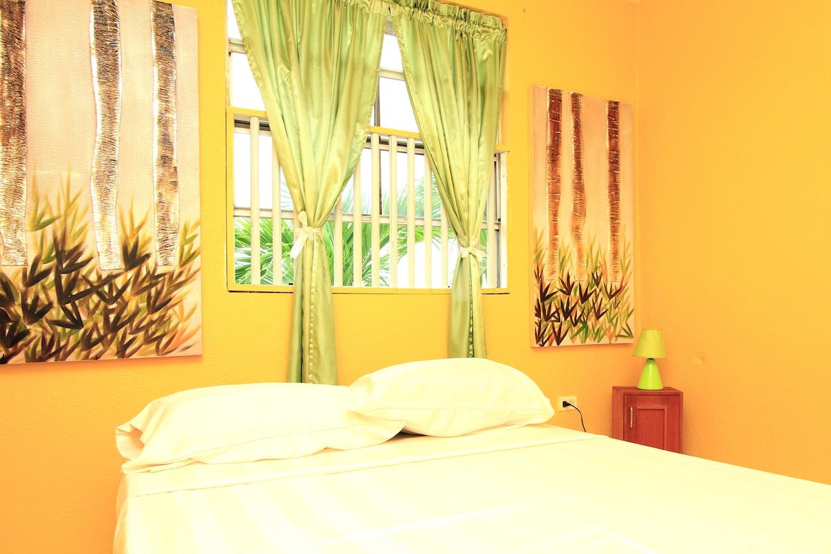 Comfy Lodgings Green Room.. cozy.