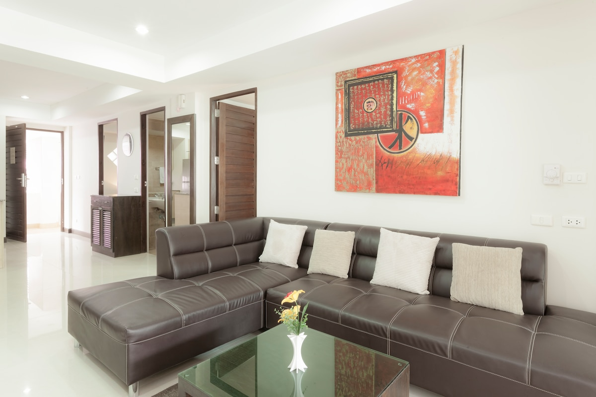 Spacious 2 bedroom Condo in Patong