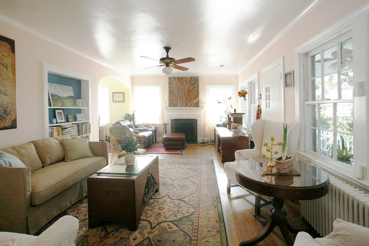 Sunny and spacious living room - enjoy the art, cozy up with a book!