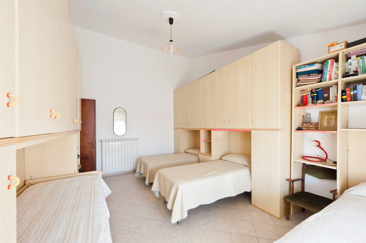 The big room with 4 single beds