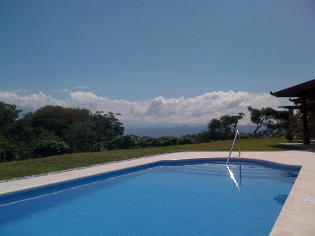 Mountain-top swimming pool, with views of Costa Rica's central valley