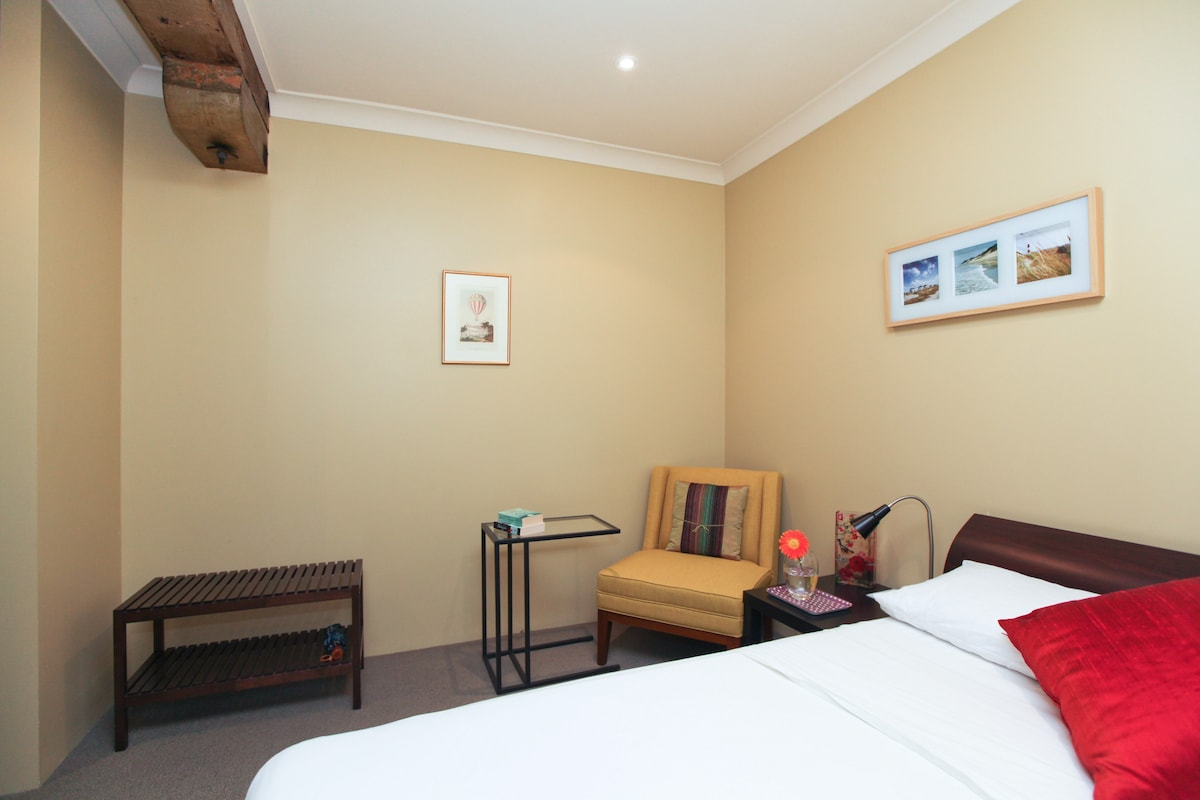Your very cosy private bedroom with Wi-Fi