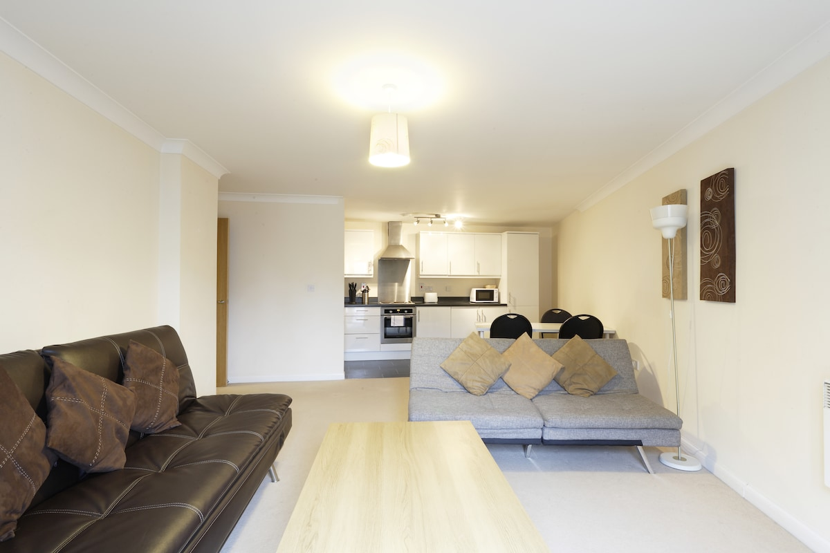 Apartment 3 Living Room - Fully Functioning Kitchen, TV, DVD & Wifi Available