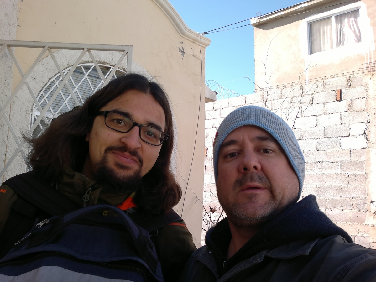 OUTSIDE THE HOUSE, ANOTHER HAPPY GUEST FROM GERMANY (LEFT) & ME (MARIO, RIGHT) :D ....SELF PIC! :D