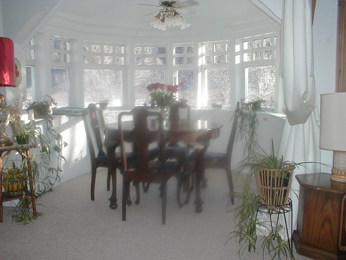 Breakfast is served in the dining nook