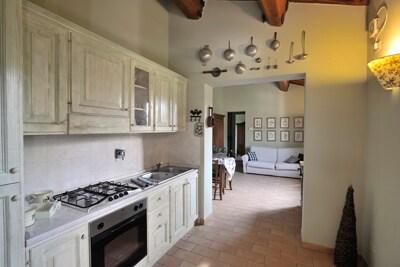 La cucina grande e pratica / Kitchen