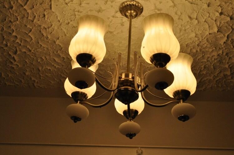 Dinning area chandelier detail.