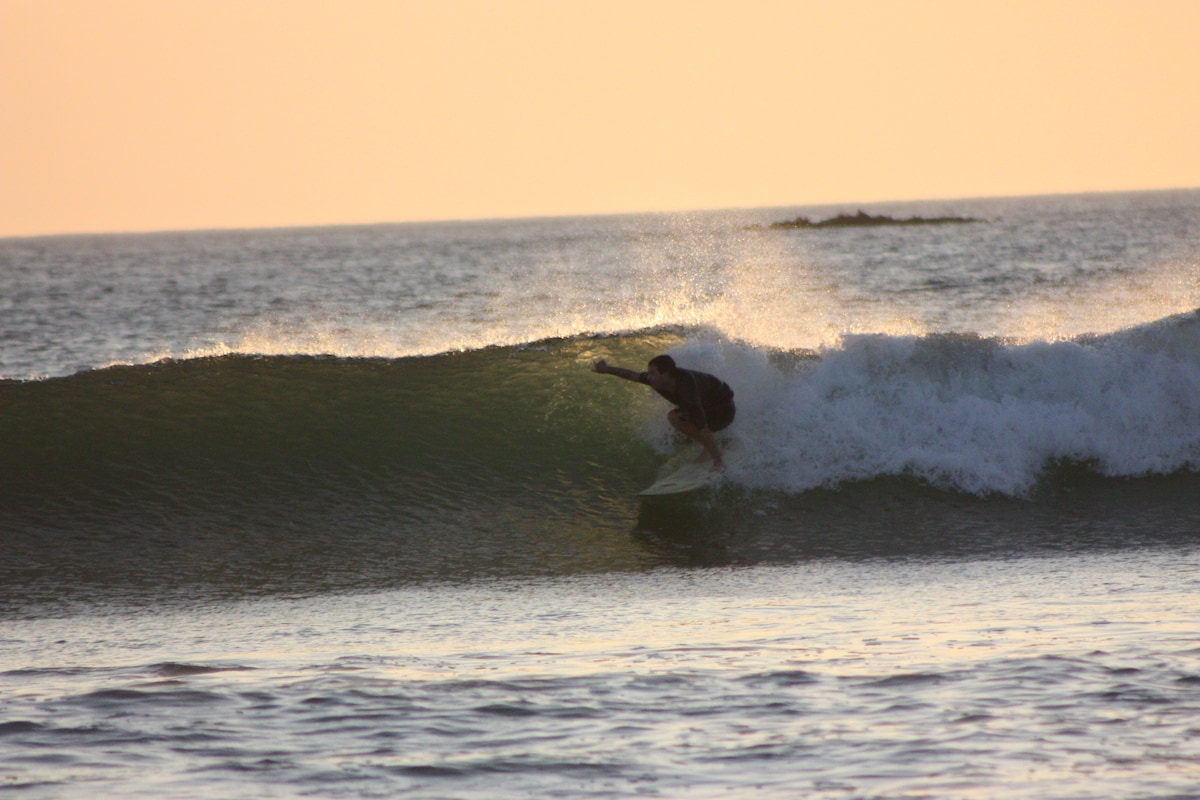 SURFING PLAYA GRANDE