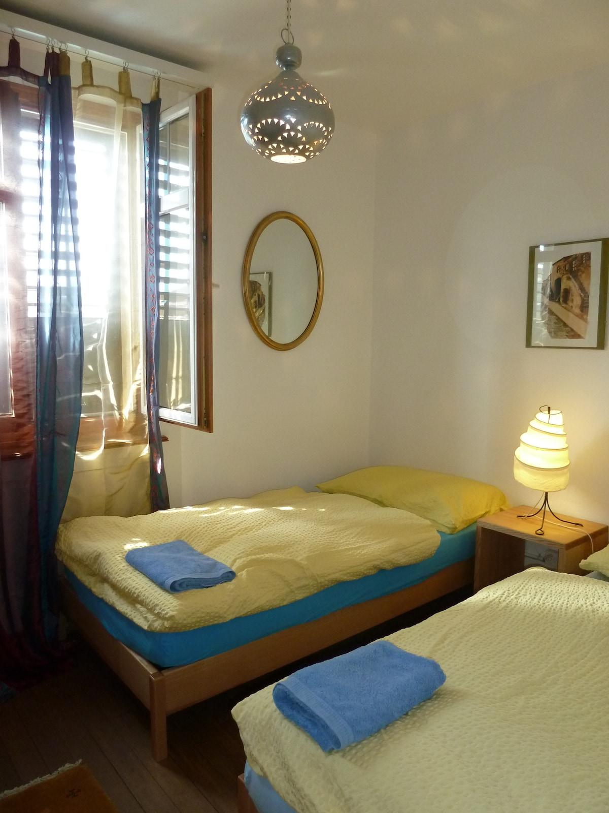 Doppelzimmer mit zwei separaten Betten