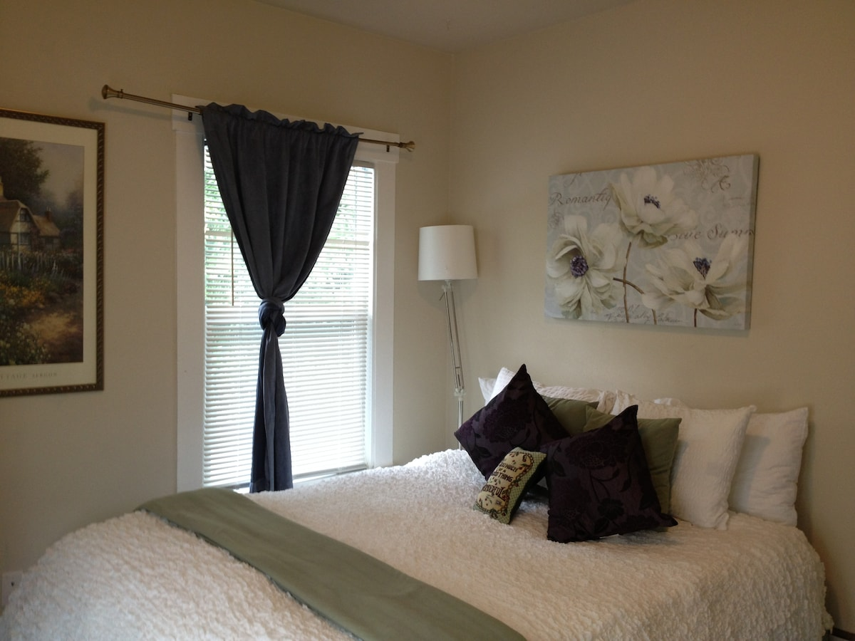 Summer decorations for 910 Guest Room with Queen bed!