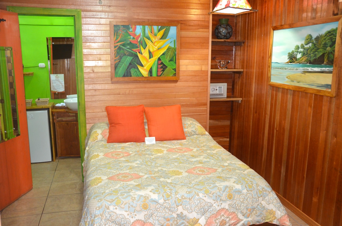 Room #1 with one full/double bed and private bathroom