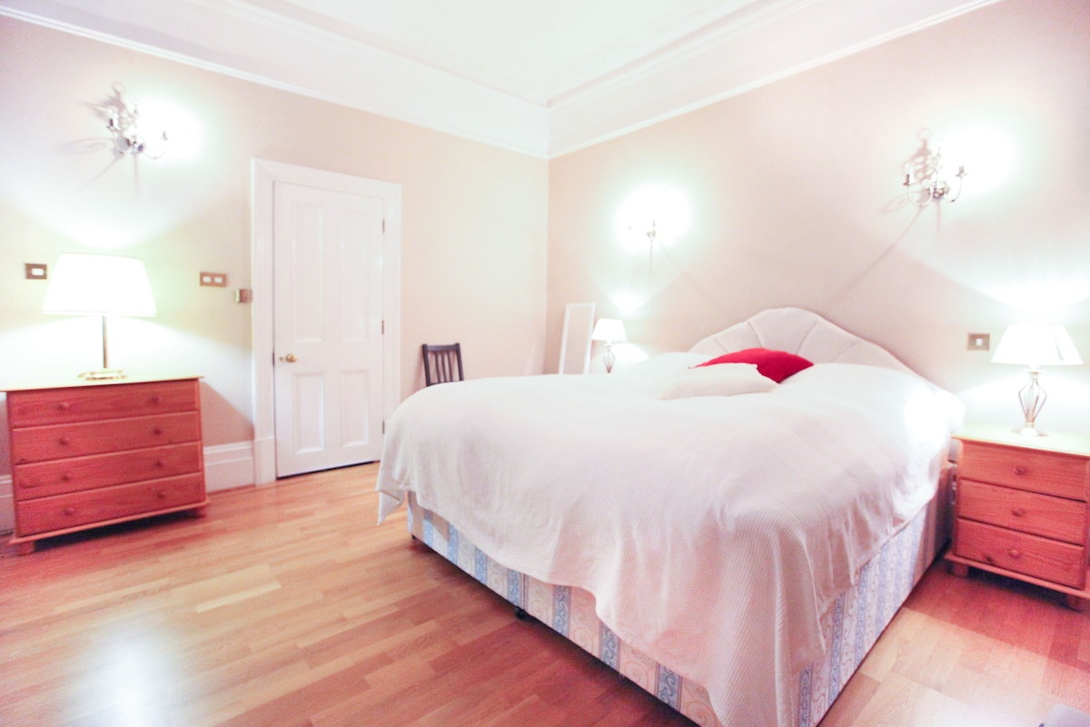 The Muse Haus 1 (Master Bedroom)