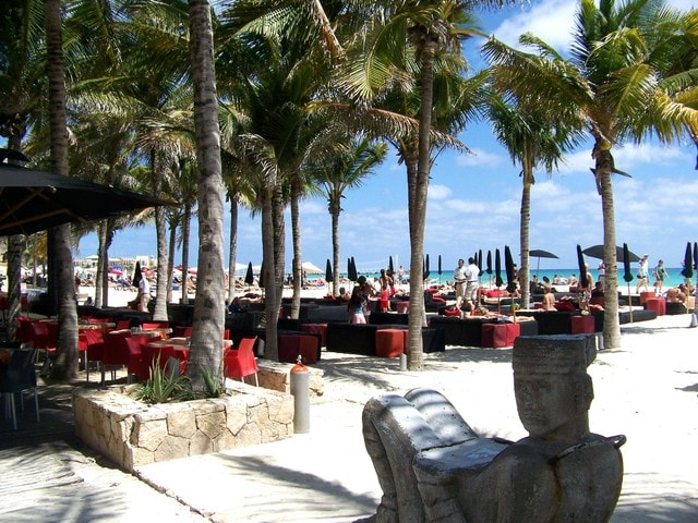 Amazing Beach Clubs and beachside cafes just a 5 minute walk away.