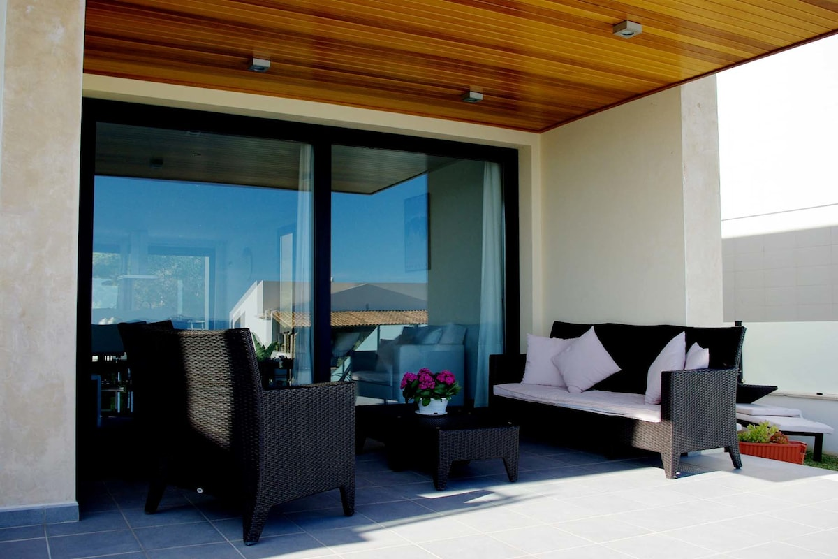 Fantastic villa with sea views