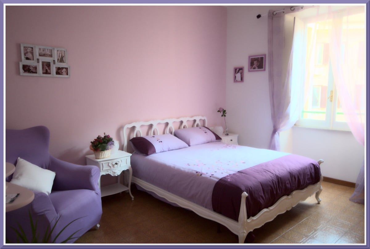 Wide Double/Triple Room in City Center, cozy and bright!