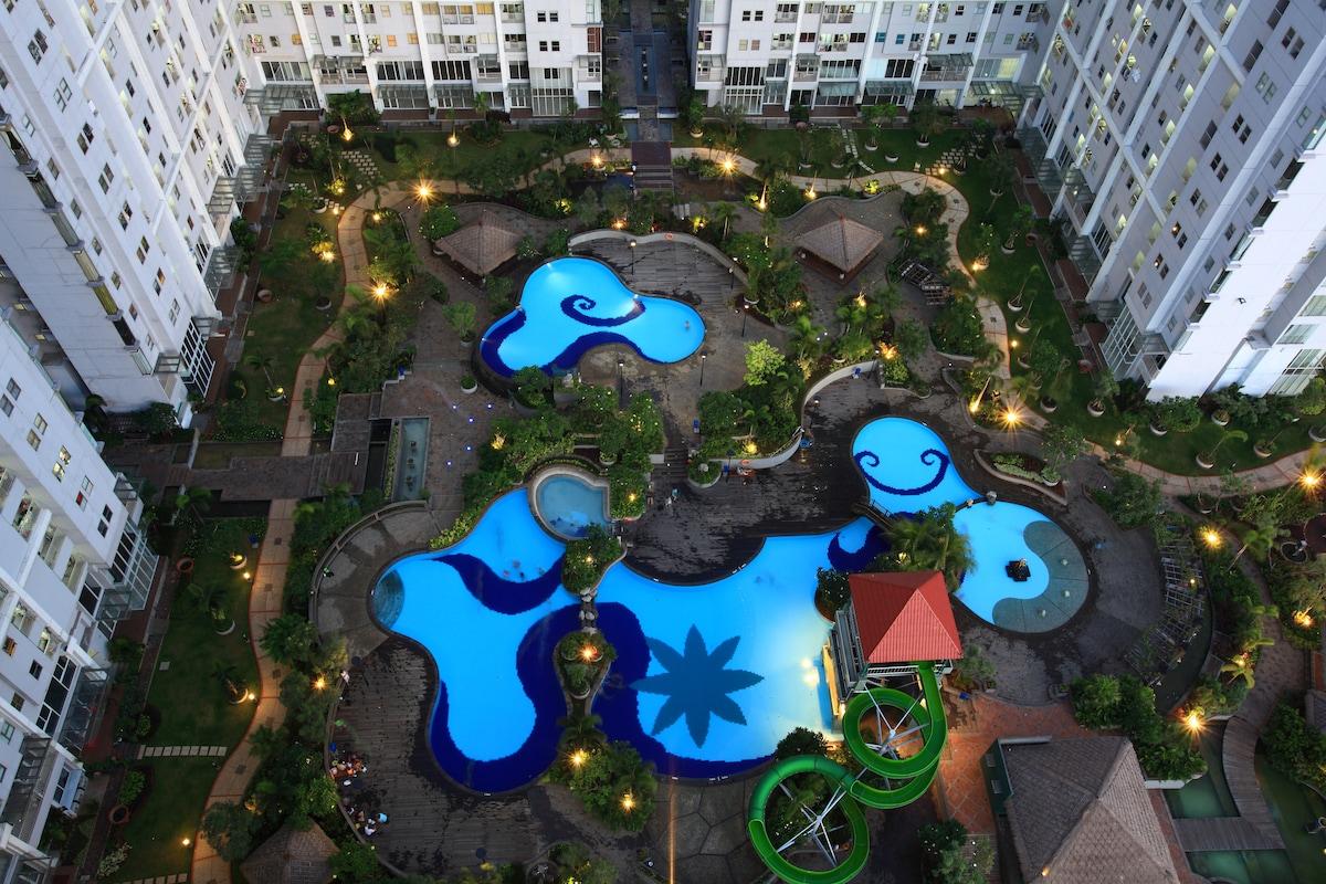 Kolam renang bergaya resor // Resort style swimming pool