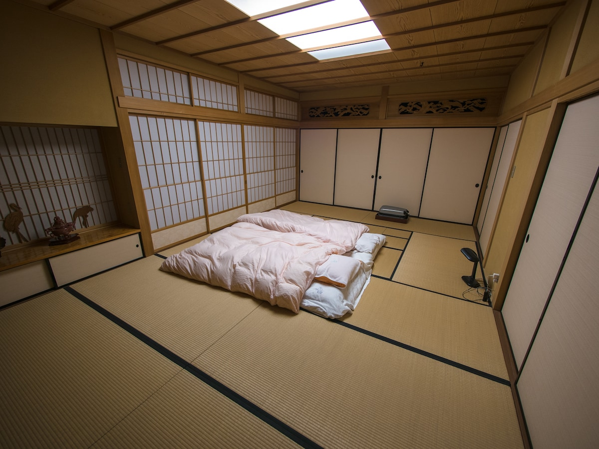Guest room, with twin futon setup at a different angle.