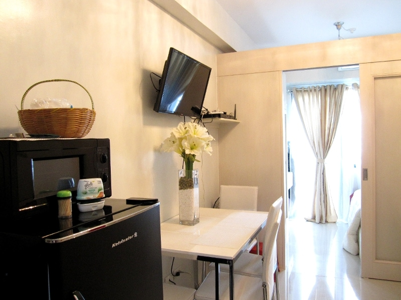 Clean Condo across Mall of Asia