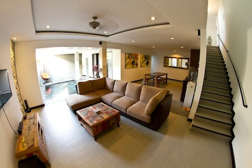 Large living area with free wifi and Indovision