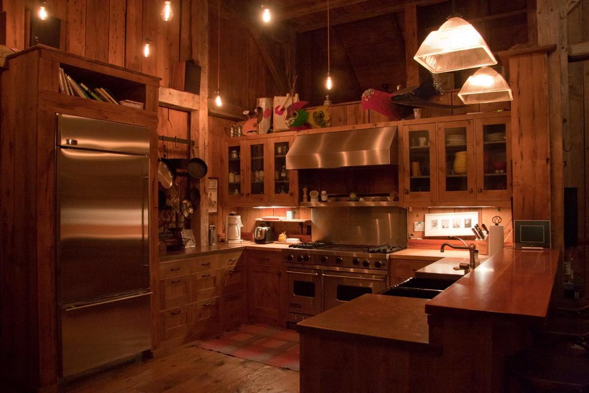 Viking range with 4 burners, 2 ovens and grill, BOSCH washer, GE Monogram fridge