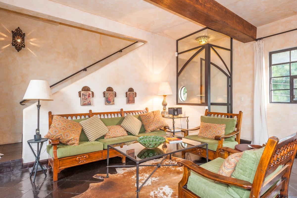 Casa Azteca - A beautiful Home!