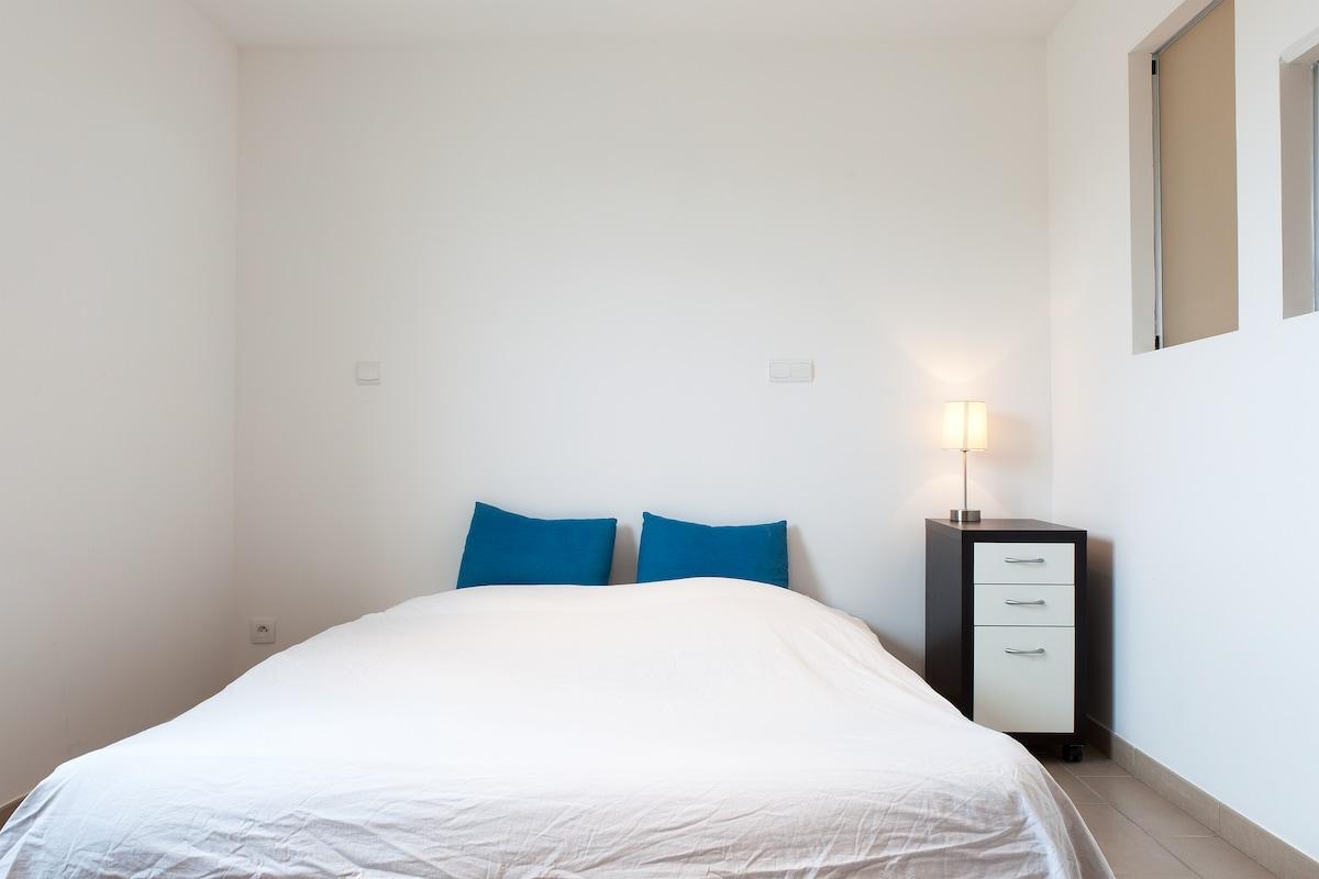 La Chambre avec un lit en 160 cm x 200 cm