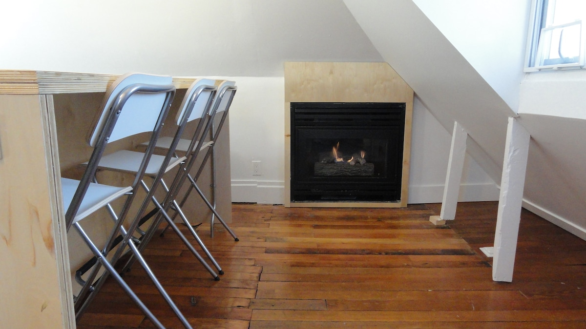 Gas fireplace to make you feel at home...