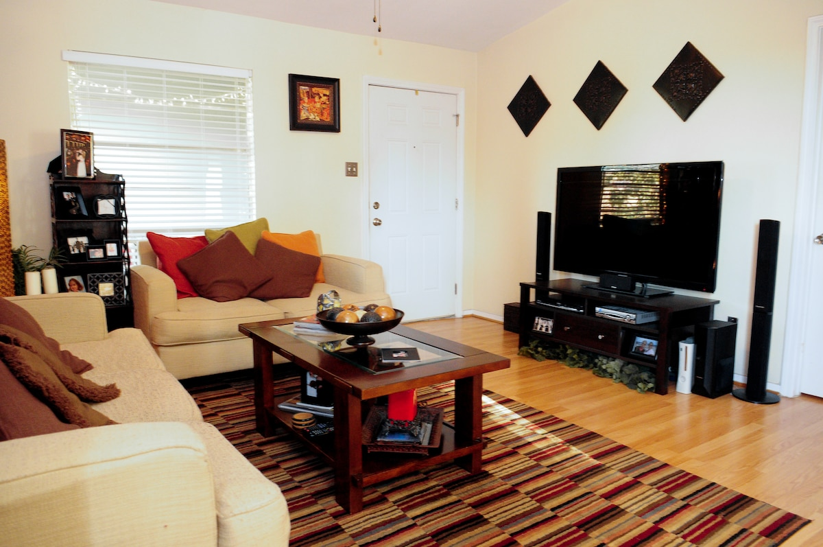 Clean & Comfy South Austin Condo!