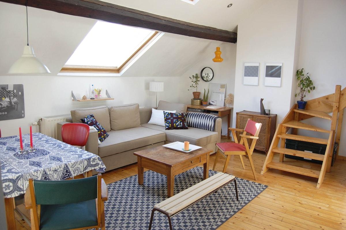 Living room commun, lumineux et chaleureux
