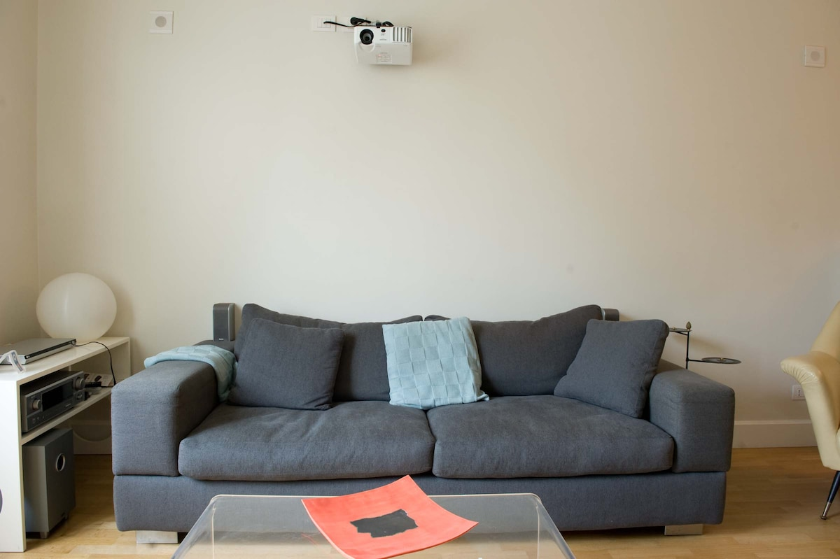 The tech equipment...di not forget your I pod..you can enjoy your music in the whole flat!