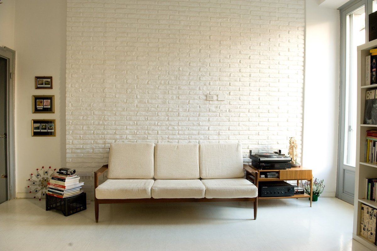 central apartment with retro style.