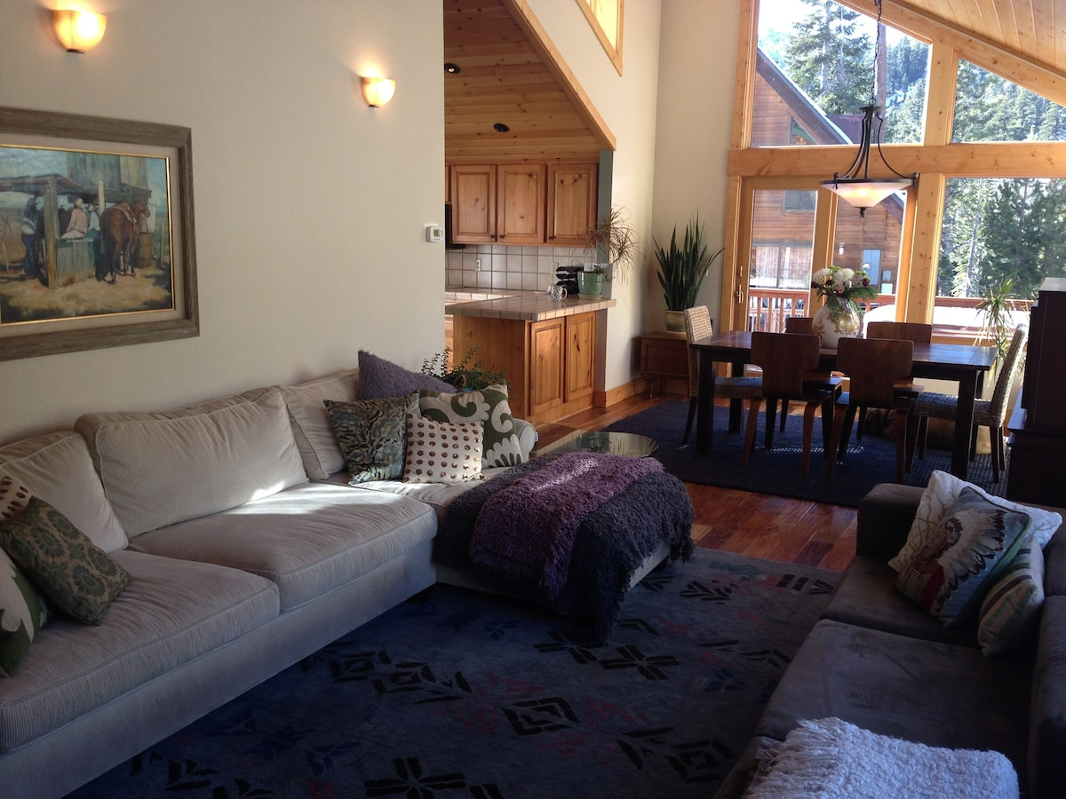 Alpine Meadows Cabin with Hot Tub