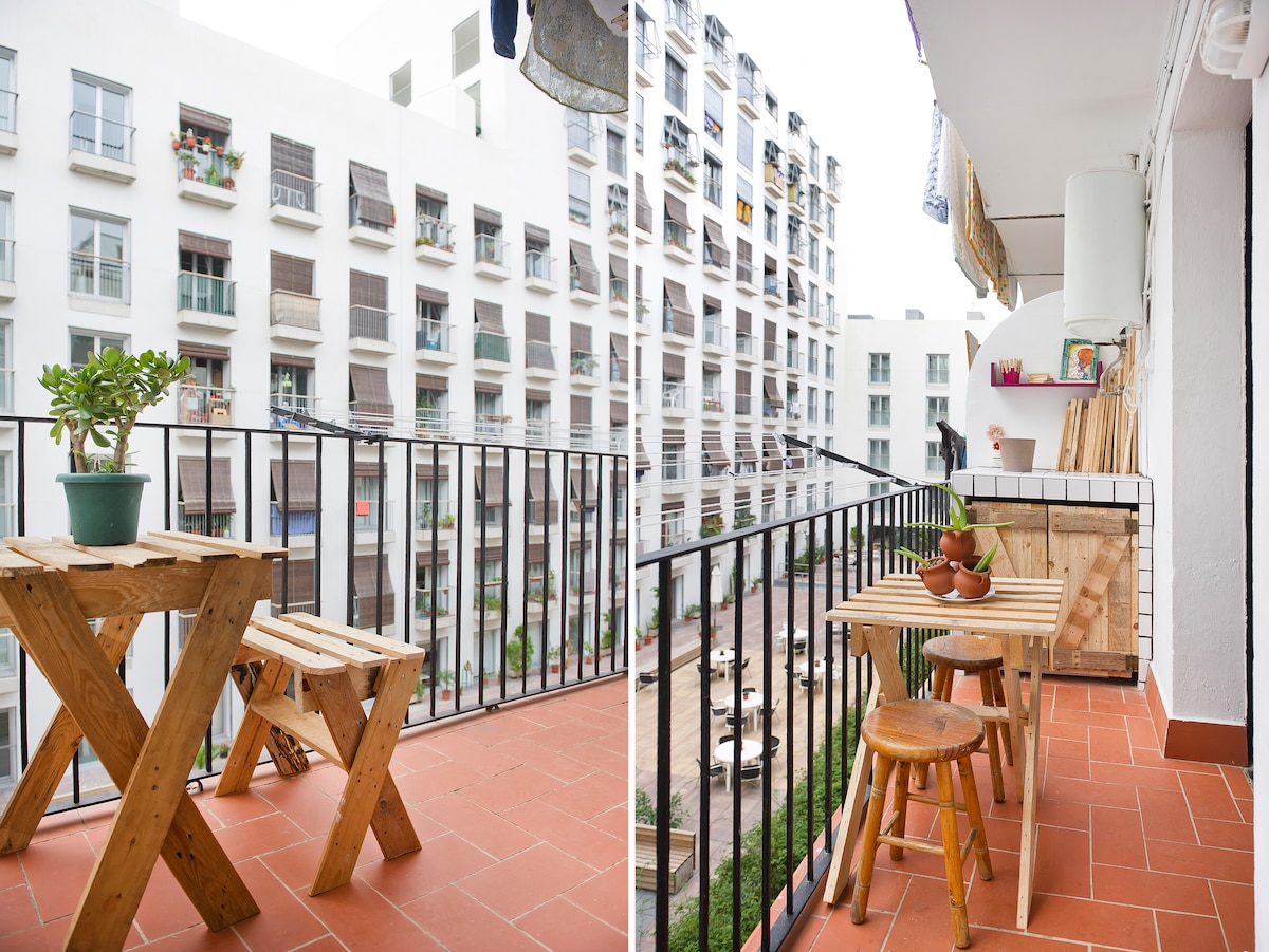 SUNNY QUIET  TERRACE WHERE YOU CAN RELAX AFTER A BUZZING DAY VISITING BCN