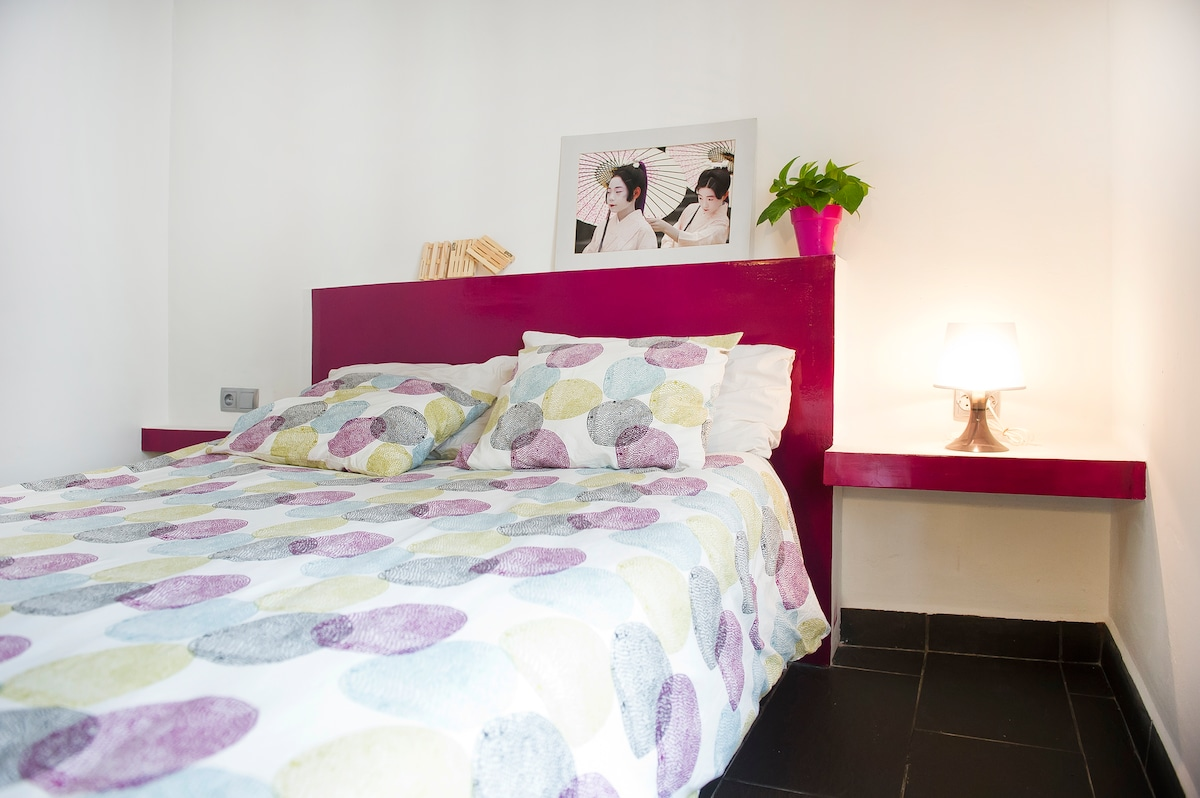 DOUBLE ROOM 1. ACCES TO THE BALCONY, BRIGHT AND SPACIOUS