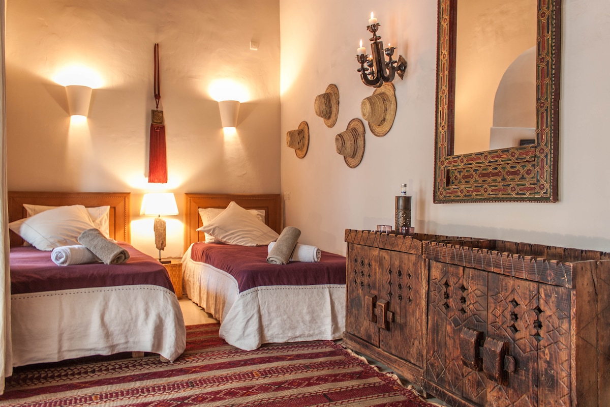 chic room in Marrakech, free WI-FI