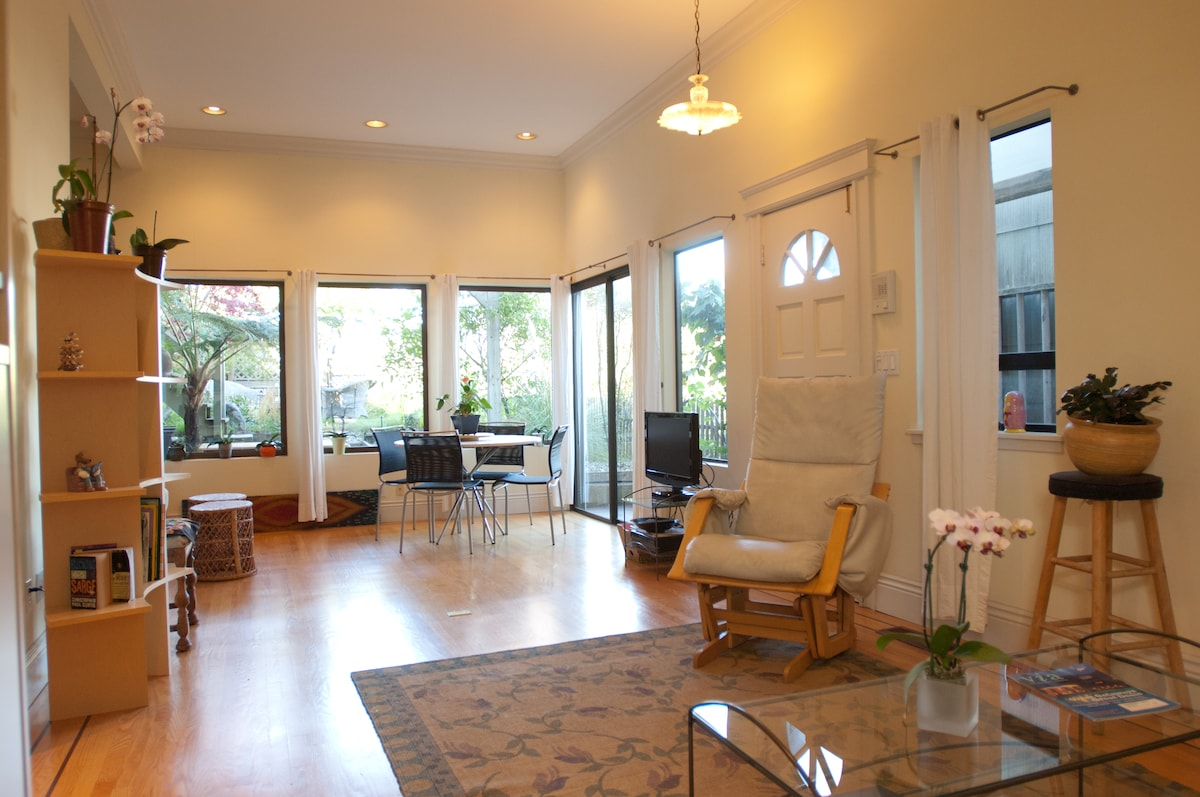 Large open space with 2 living areas, dining area and view to yard + downtown