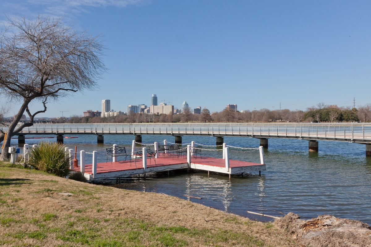 Waterfront complex with a dock! Private Master bedroom suite with full bath & walk-in closet. King bed, fridge, micro. So close to downtown!