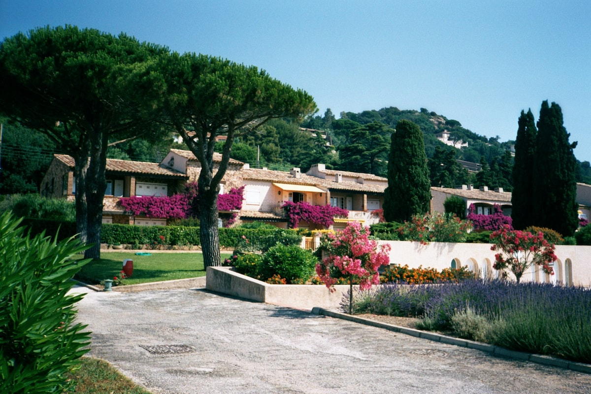 Ste-Maxime - piscine et accès plage